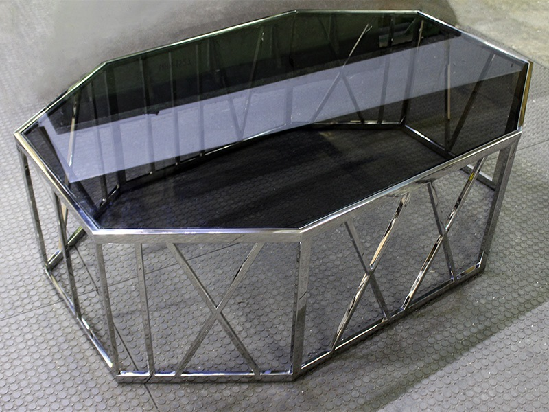Стол из металла